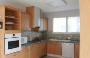 Equipement pour 25 à 30 personnes: vaisselle, four, gaz, grille-pain, lave-vaisselle, réfrigérateur collectif, cafetière et bouilloire