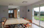 Espace continu de 63m²: cuisine, salle de réception, salon